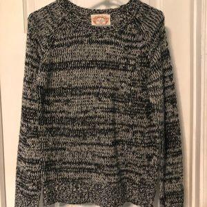 Black & white long sleeve sweater